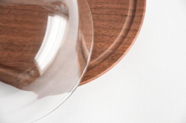 ウォールナットのガラスドームの画像1枚目