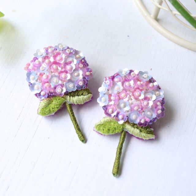<再販>ほんのりブルーとピンクの紫陽花、オートクチュール刺繍のブローチ、shibasakiさんの画像1枚目