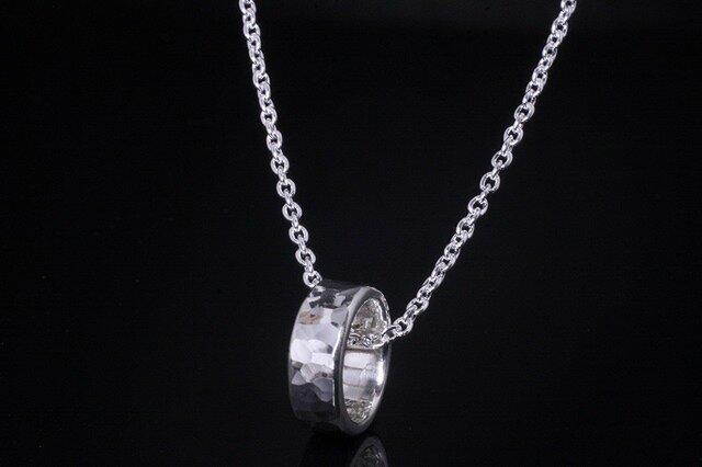 丸鎚目 ベビーリング 5mm幅 刻印無料 :ペンダント ネックレスの画像1枚目