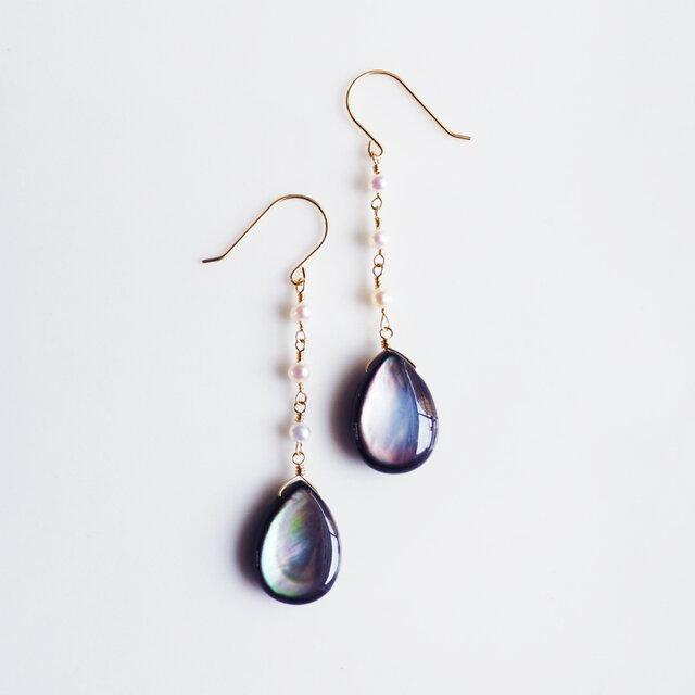 K18黒蝶貝を真珠で紡いだロングピアス ~Reineの画像1枚目