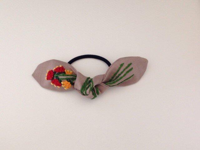はなむすび刺繍のヘアゴム(コーヒー)の画像1枚目