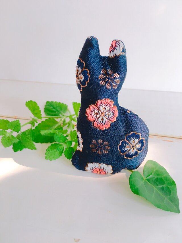 祈りの匂い袋〜香りむすび〜にゃん香 紺色地に花柄の画像1枚目