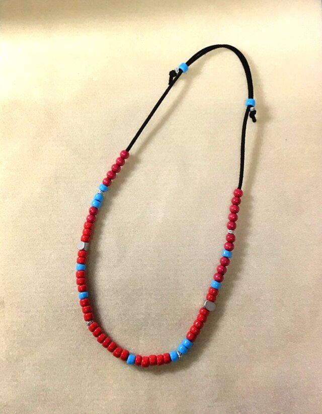 赤と青のガラスビーズネックレス Hの画像1枚目
