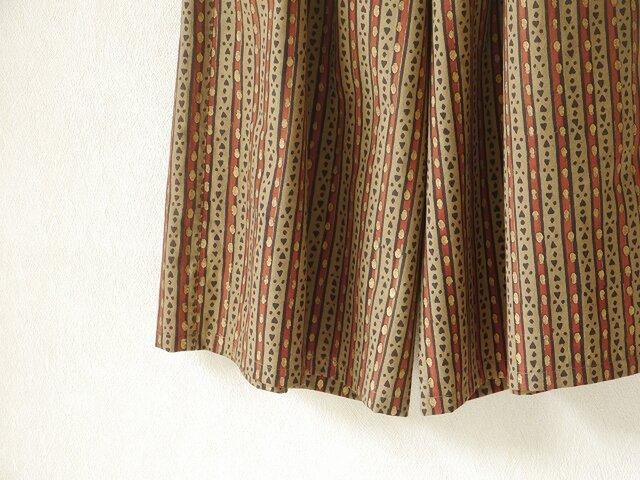 金いろ木版更紗のキュロットパンツの画像1枚目