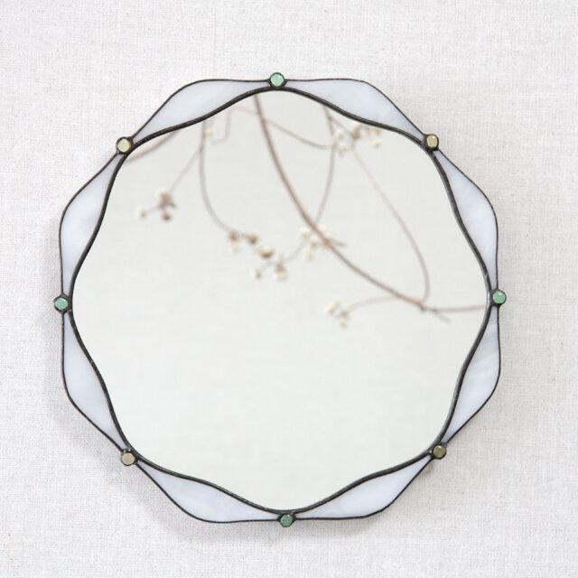 やわらかな花、白の鏡の画像1枚目
