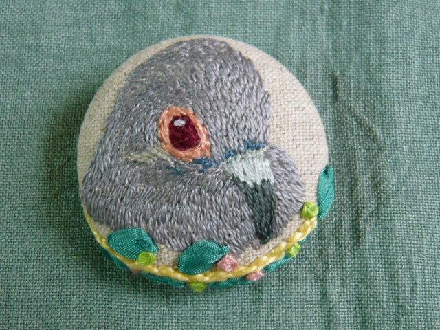 刺繍  ウスユキバト 薄雪鳩 ブローチ 鳥の画像1枚目
