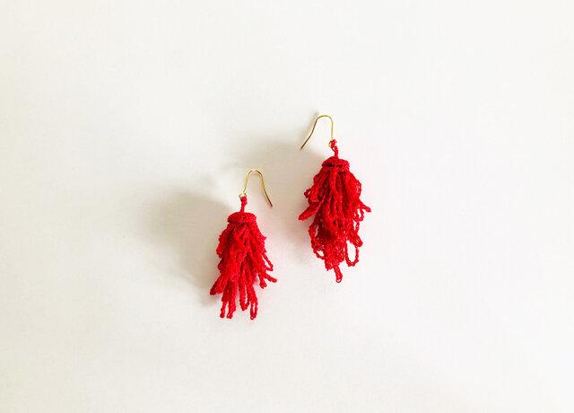 ケイトウのピアス/赤色(かぎ針編み・レース糸)の画像1枚目