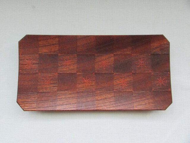 欅拭き漆 市松彫隅切皿の画像1枚目