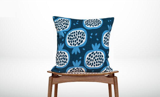 森のクッション Garnet fruit Design back deep blue -ヒノキの香り-の画像1枚目