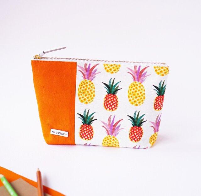 デザイナーズ生地で作ったパイナップル柄のマチ付きポーチ・本革使用(オレンジの帆布)の画像1枚目