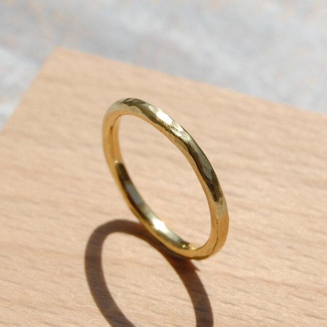 でこぼこ ブラスプレーンリング 2.0mm幅 鎚目 真鍮|BRASS RING 指輪 シンプル アクセサリー|143の画像1枚目
