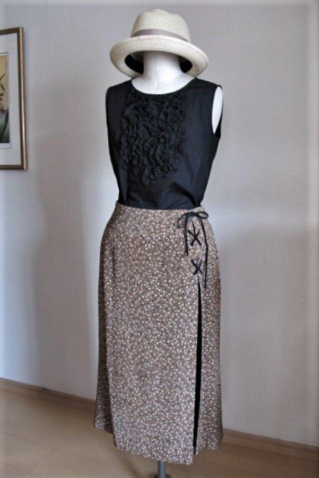 モカ茶色の木の実柄スカートの画像1枚目