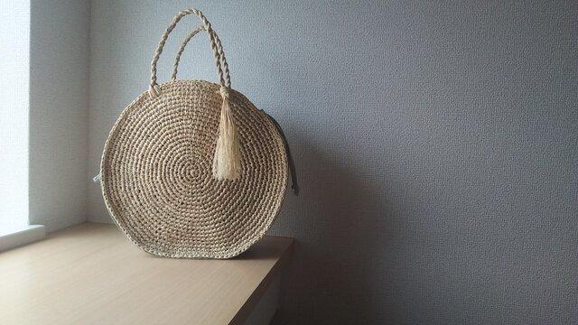 マダガスカル産ラフィアと本革のリネン巾着内袋つきラウンドバック(wakakusa)の画像1枚目