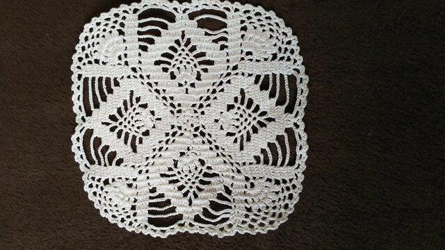 手編みレースドイリー約13㎝角の画像1枚目