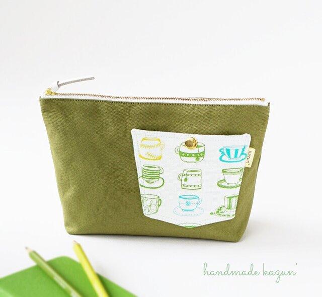 デザイナーズ生地でティーカップ柄ポケットのマチ付きポーチ・本革使用(うぐいす色の帆布)の画像1枚目