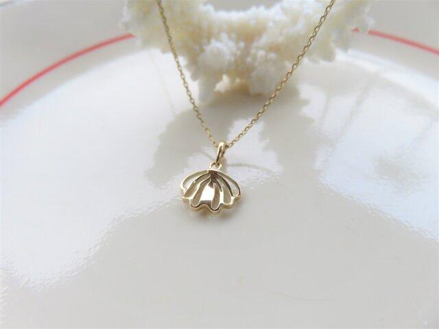 """Small Shell Pendant """"貝と花をモチーフにしたペンダント""""の画像1枚目"""