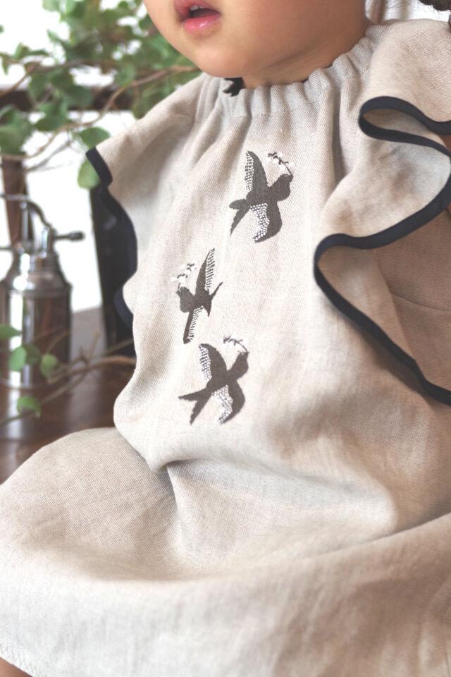 小鳥刺しゅうのリネンフリルワンピース 80cm/90cm/100cm ※他サイズ応相談の画像1枚目