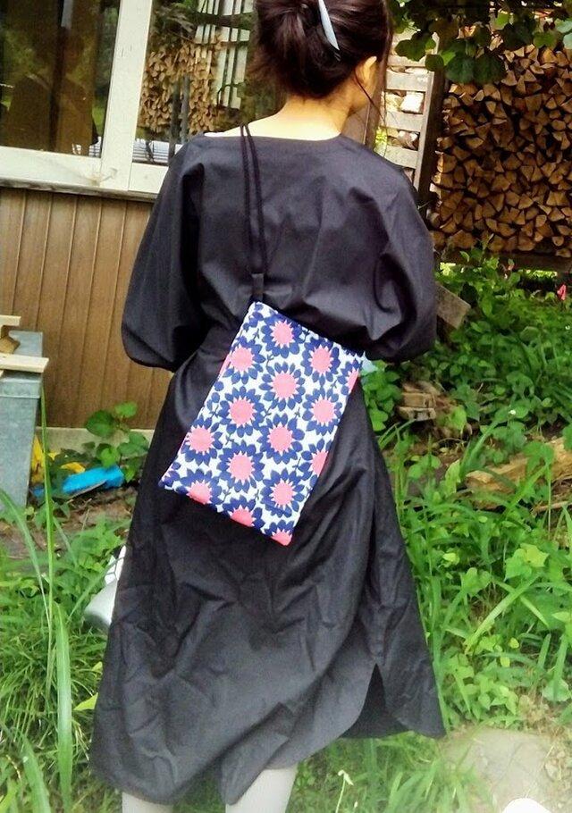 リメイク*レトロな花柄の小さめバッグの画像1枚目