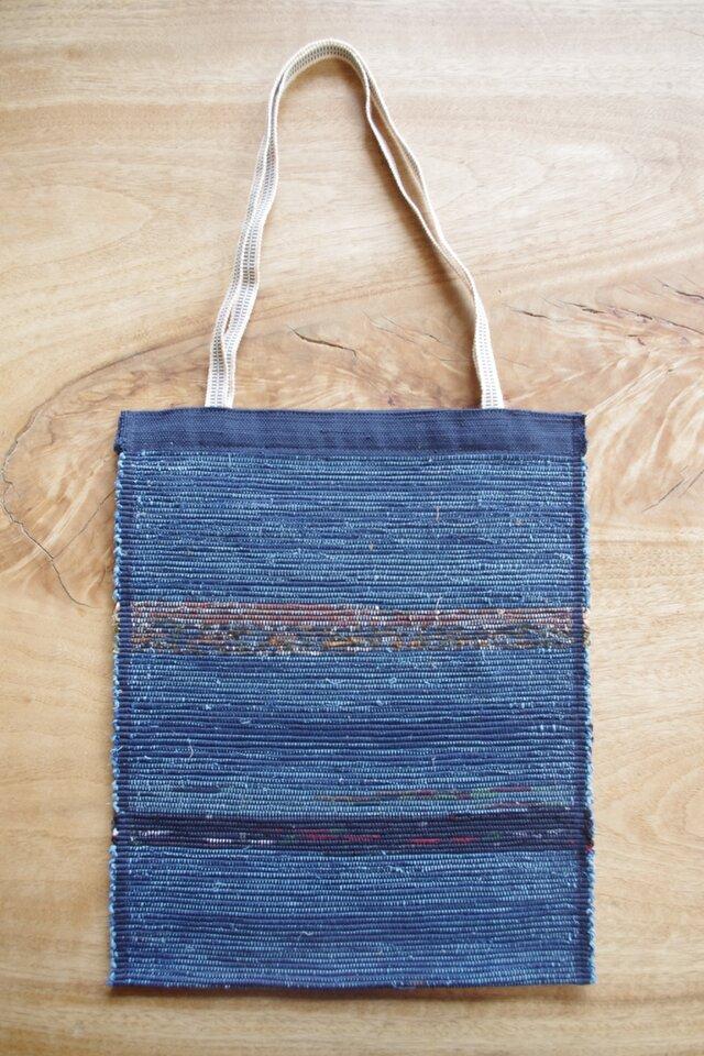 A4ファイルが入る、紺色のフラットバッグ(内側にポケットあり)② 木綿・裂き織り の画像1枚目