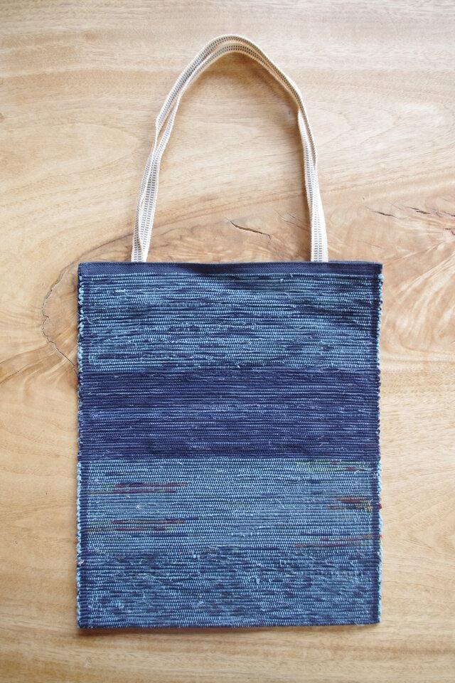A4ファイルが入る、紺色のフラットバッグ(内側にポケットあり)③ 木綿・裂き織り の画像1枚目