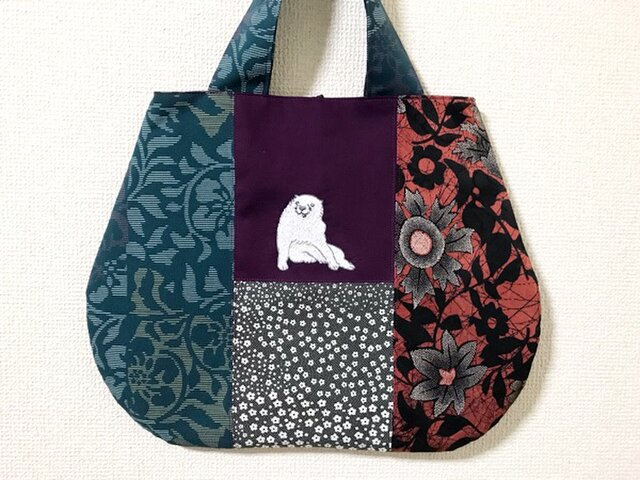 手刺繍日本画バッグ*長沢芦雪「白象黒牛図屏風」の犬の画像1枚目