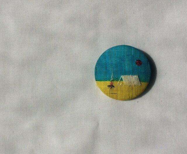 染色と刺しゅう 布ブローチ 「camp」の画像1枚目