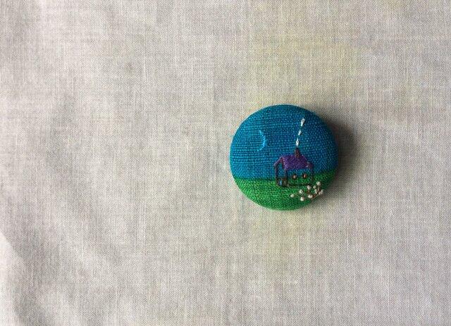 染色と刺しゅう 布ブローチ 「blue moon」の画像1枚目