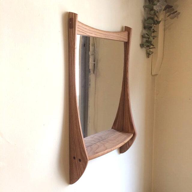 小さな棚付き 掛け鏡の画像1枚目