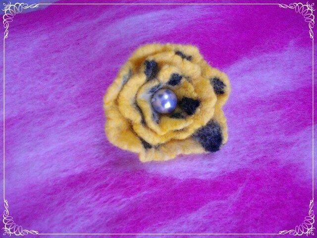 レトロな羊毛フェルトブローチ(Y)の画像1枚目