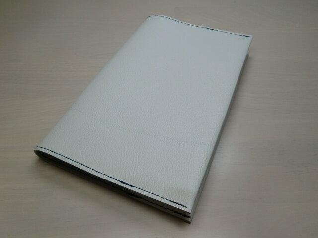 新書サイズ、コミック対応・ホワイトシュリンク・ゴートスキン・一枚革のブックカバー・0329の画像1枚目