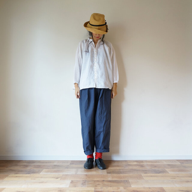 Linen button gather blouse 長袖 OFF/Wの画像1枚目