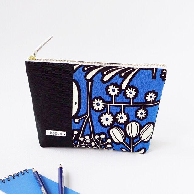 青色と黒のビビッド花柄のマチ付きポーチ(内ポケット付き)の画像1枚目