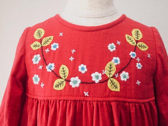 size90cm刺繍チュニックワンピース 赤くて小さい花の刺繍 の画像1枚目