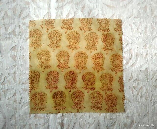 エコラップ 四角M:オフホワイト ナチュラル シンプル 花<インド綿コットン100パーセント ブロックプリント みつろうラップ>の画像1枚目