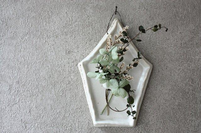 陶の壁掛け(5角・白)の画像1枚目