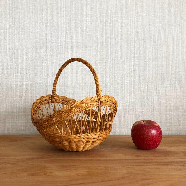 透し模様の果物かごの画像1枚目