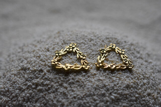 order MN様:triangle and flowers earringsの画像1枚目