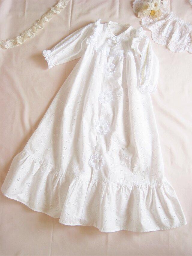 かわいいレースのベビードレス(白)の画像1枚目