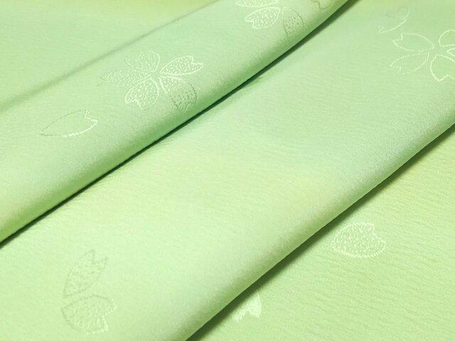 正絹 長襦袢地 綸子 はぎれ【桜模様織り出し】緑 50cmの画像1枚目