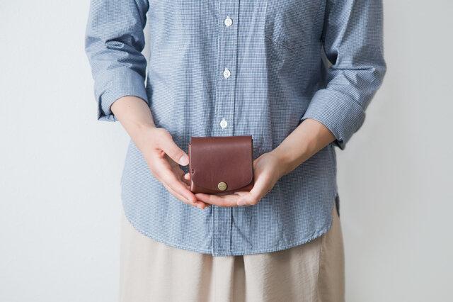 イタリア製牛革の二つ折りピッコロ財布 / ダークブラウン※受注製作の画像1枚目