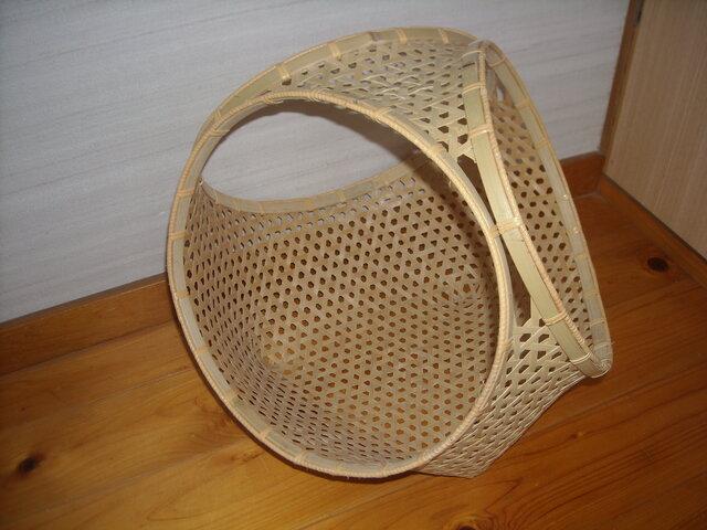 鉄線編み三輪縁バスケットの画像1枚目