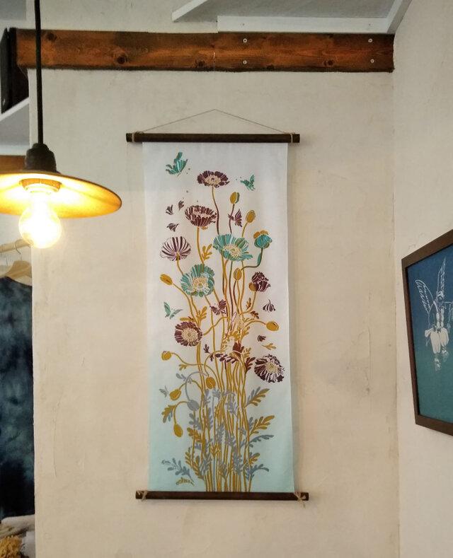 型染めてぬぐい「花の森のチョウ」(アイスブルー)(綿100%・手染め捺染)の画像1枚目