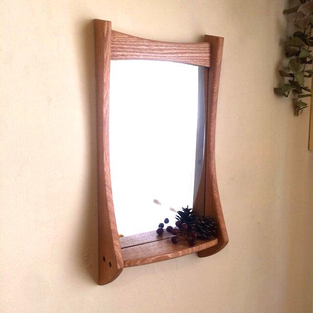 小さな棚付き 掛け鏡 タモの画像1枚目