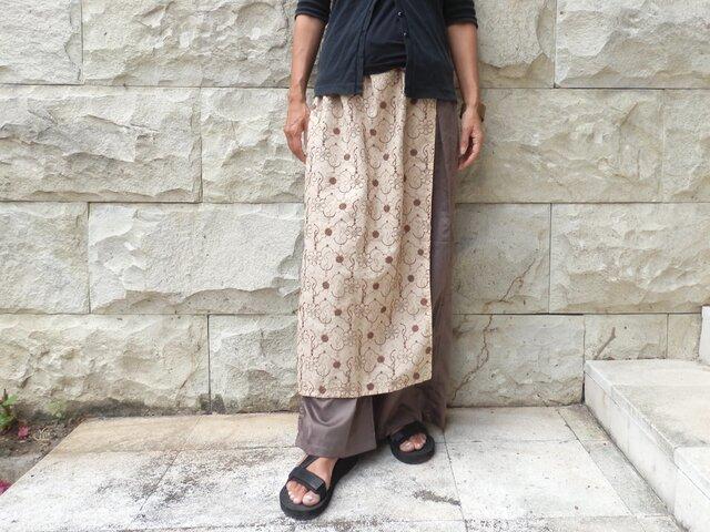 総刺繍花柄/ラップスカート風パンツ《ベージュ》の画像1枚目