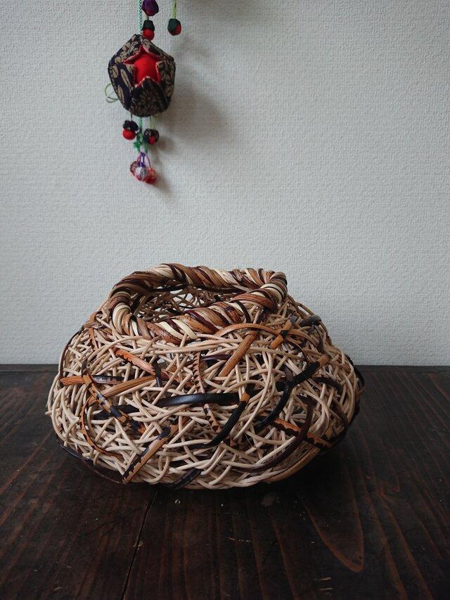 籐の花入れ籠の画像1枚目