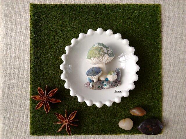 ジオラマ きのこブローチ ミドリの画像1枚目