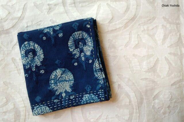 <2019年新柄>インド綿バンダナ(ブロックプリント)<藍染め・花柄>の画像1枚目