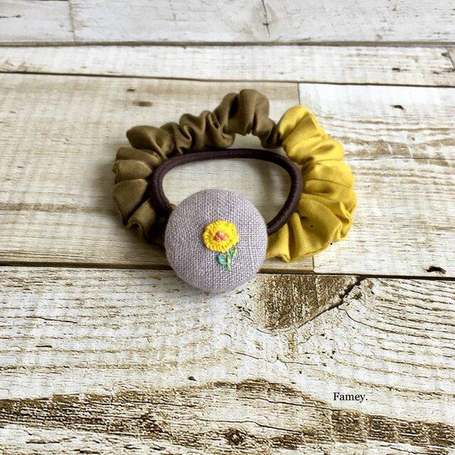 手刺繍お花の秋色シュシュゴム  シュシュ  ヘアゴムの画像1枚目