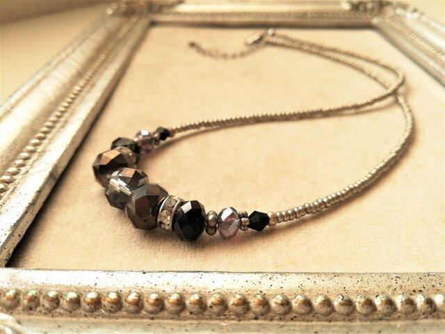ブラックガラスビーズとキラキラロンデルのネックレスの画像1枚目