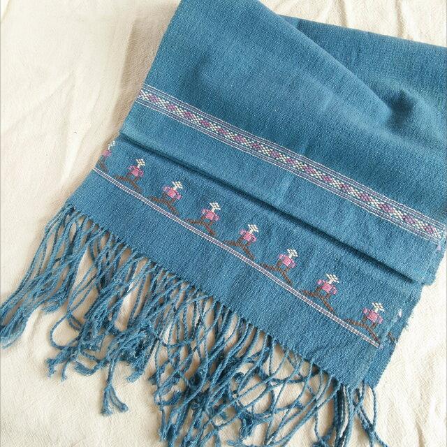 タイの草木染め&手織りブランケット 藍色(ベビーから大人まで、織り刺繍、送料無料)の画像1枚目